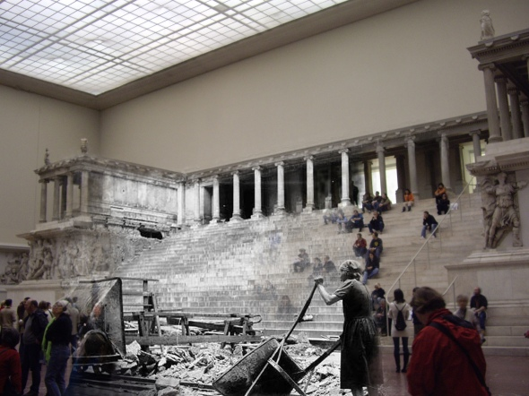 berlin now and then berlin before and after battle of berlin Altes Museum T Frau