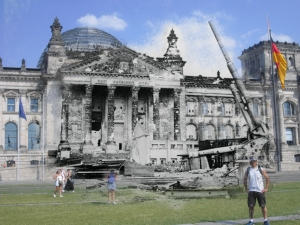 Berlin before and after Battle of berlin Reichstag Martin  88mm