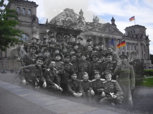 Berlin before and after Reichstag Russin Soldiers from left